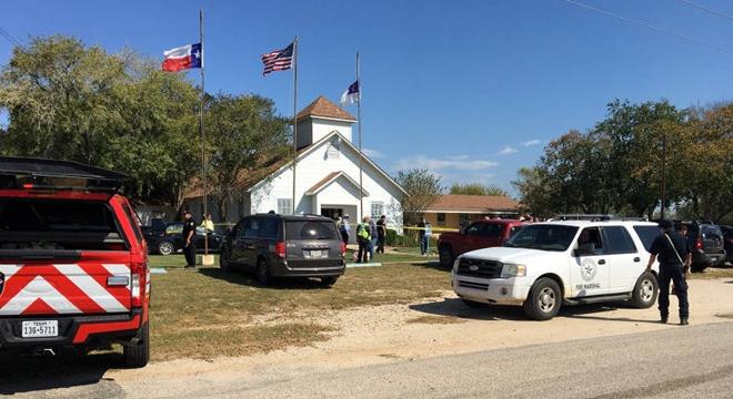Atirador invade igreja no Texas