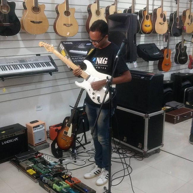 Guitarrista Paulo Victor