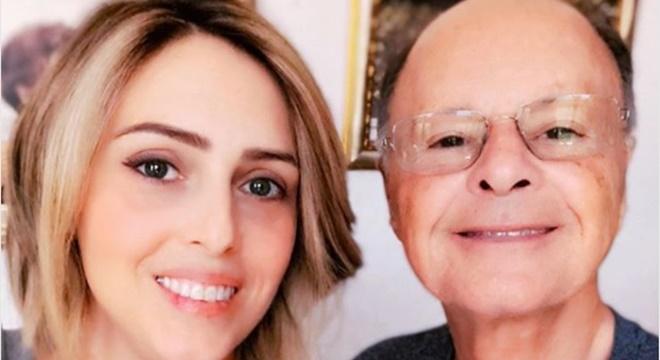 Cristiane Cardoso posou ao lado do pai, o Bispo Edir Macedo. (Foto: Reprodução/Instagram)