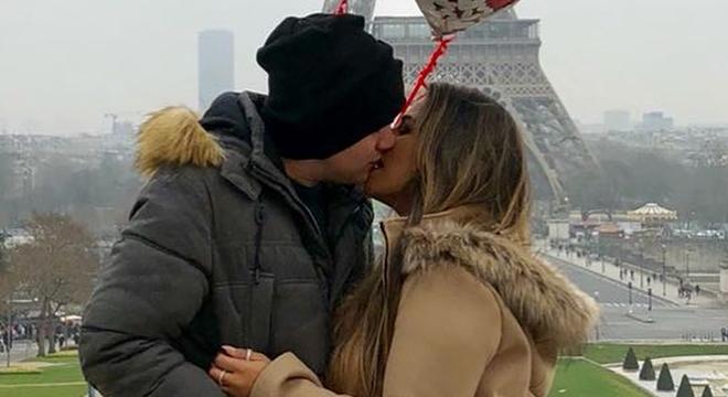 Michelle Nascimento é pedida em casamento em Paris por pastor brasileiro