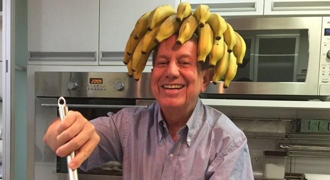 Entenda o mistério por trás da penca de banana na cabeça de R.R Soares
