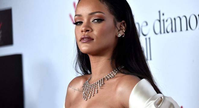 Cantor gospel é acusado de plagiar capa de álbum da Rihanna