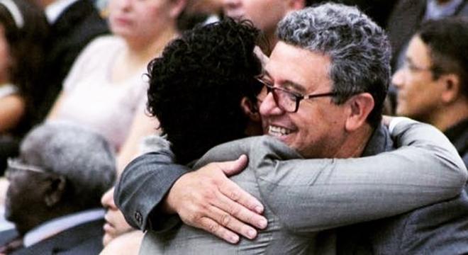 Cantor gospel Samuel Mariano perdoa Nani Azevedo e se declara ao amigo