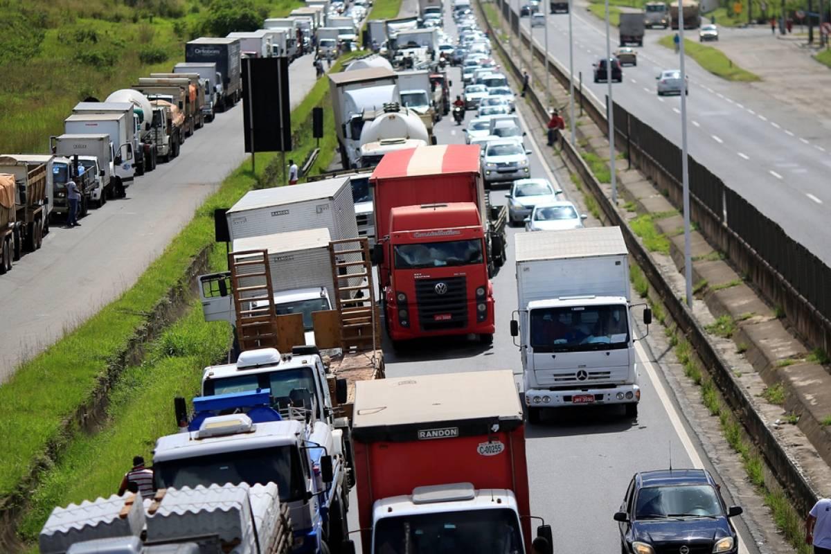 Greve dos caminhoneiros afeta igrejas evangelicas (reprodução)