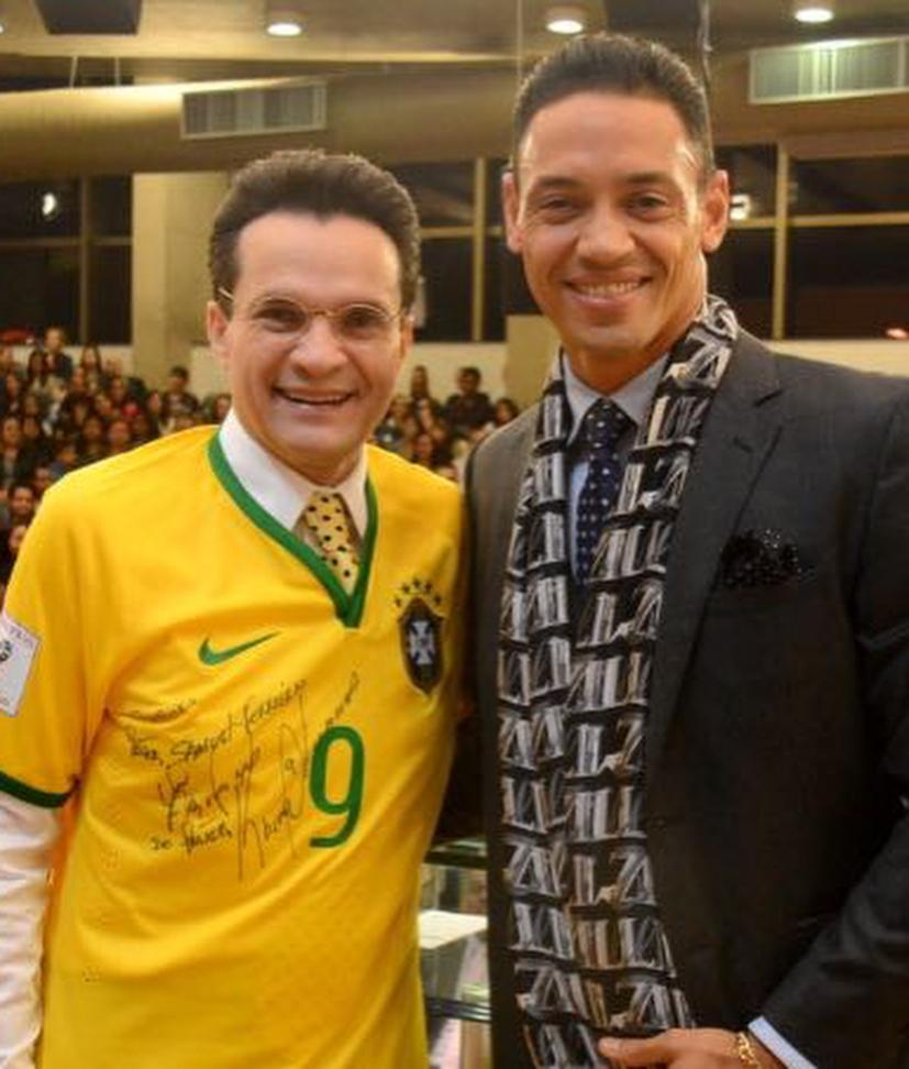 Bispo Samuel Ferreira ao lado do jogador Ricardo Oliveira (Reprodução)