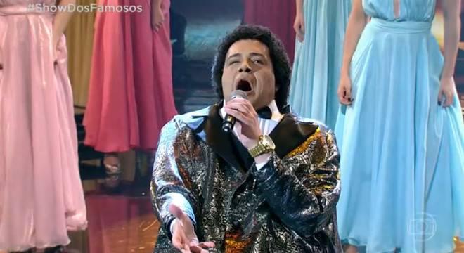 Tiago interpretando Nelson Ned (Reprodução)