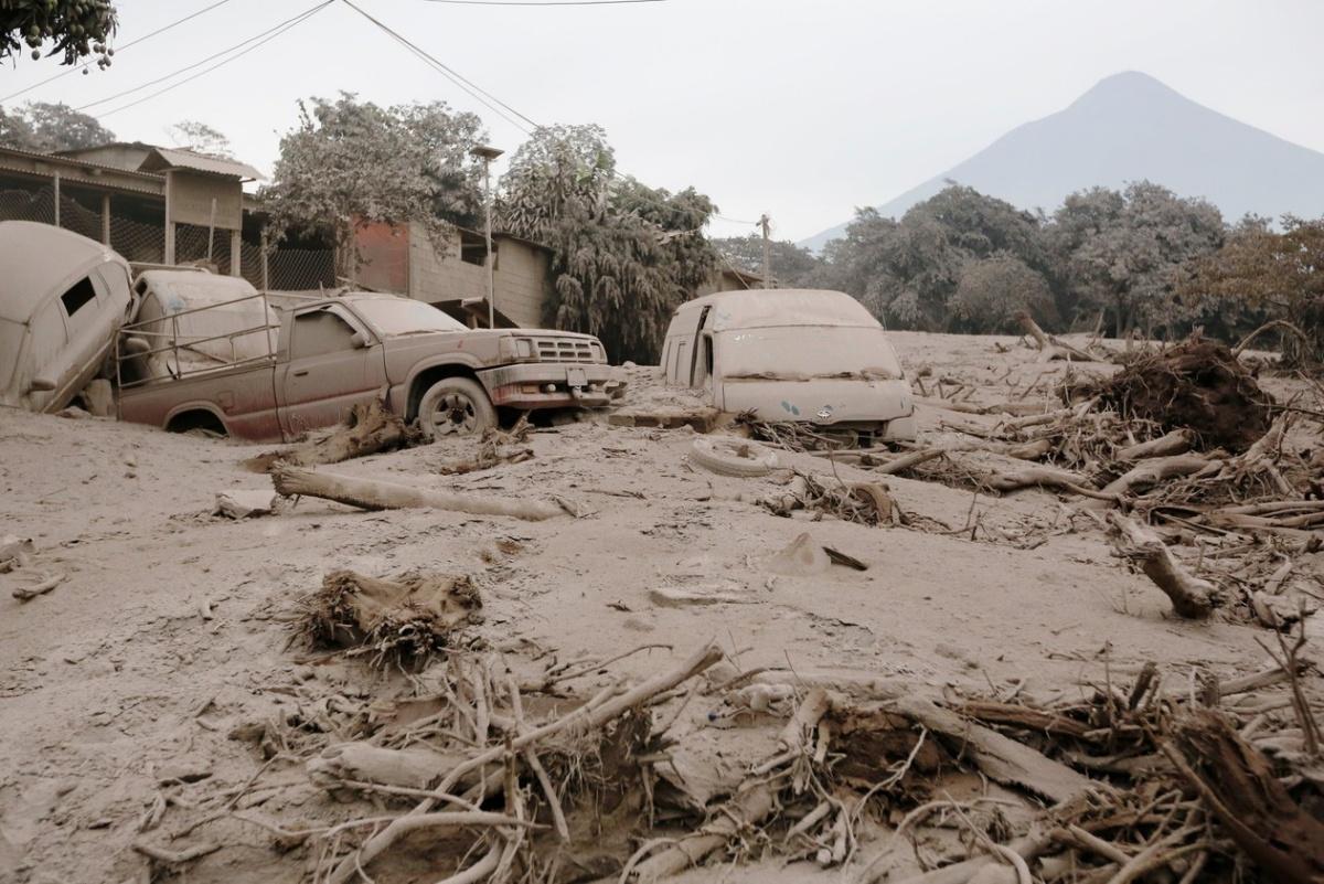 Vulca%CC%83o-em-erupc%CC%A7a%CC%83o-na-Guatemala Aline Barros vivencia tragédia que matou 69 pessoas Geral