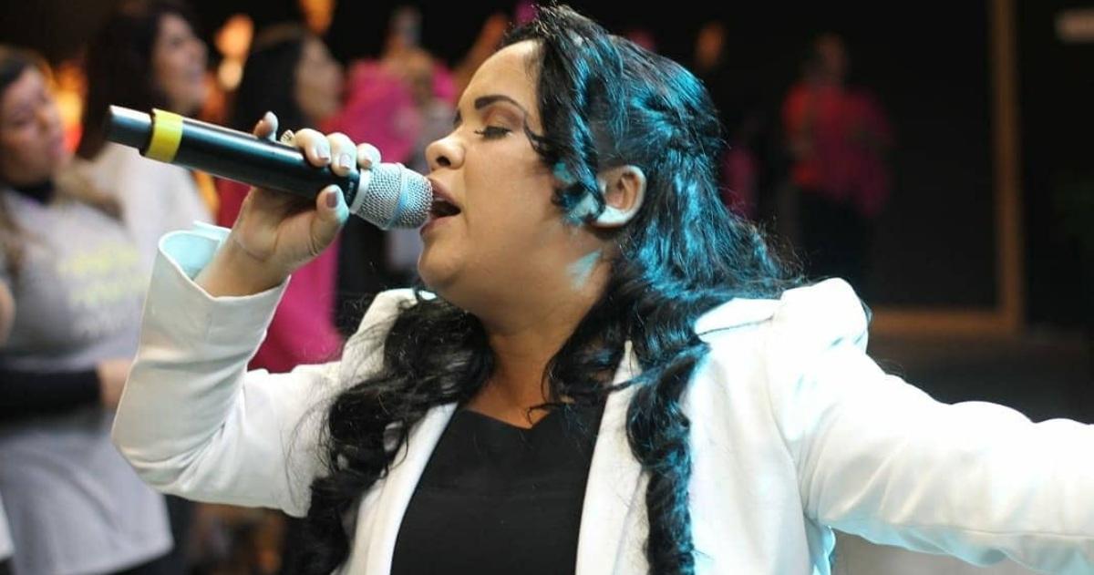 Cantora gospel Cassiane