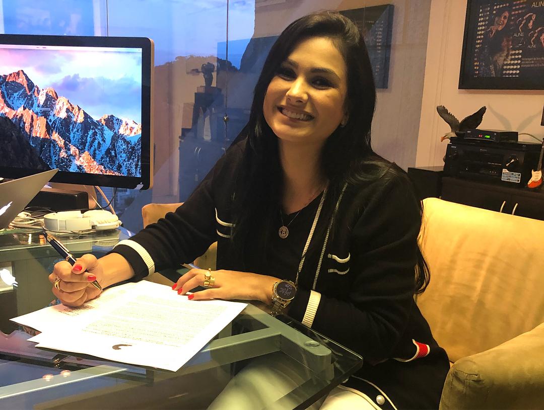 Bruna Olly assina com a SonyMusic (Reprodução)