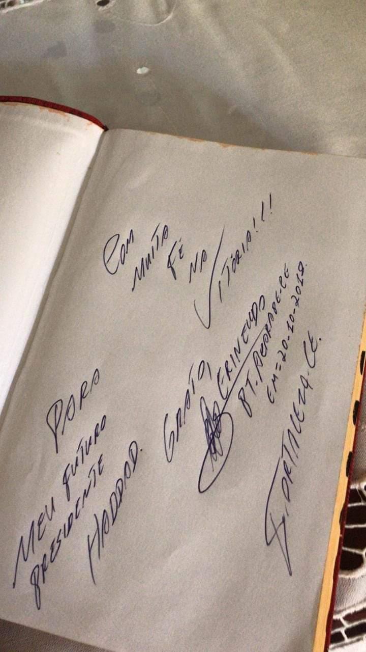 Bíblia dada pelo petista ao presidenciável Haddad (Reprodução Instagram)