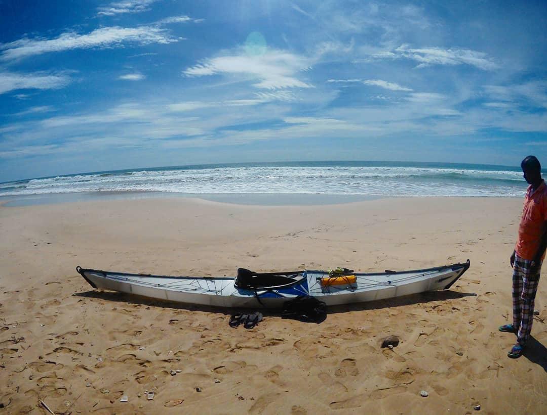 Canoa usada pelo missionário para chegar na ilha [Foto feita pelo próprio John] (Reprodução Instagram)