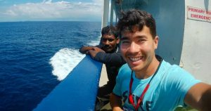 Missionário John assassinado pelos índios e um dos pescadores que o levou para ilha (Reprodução Instagram)