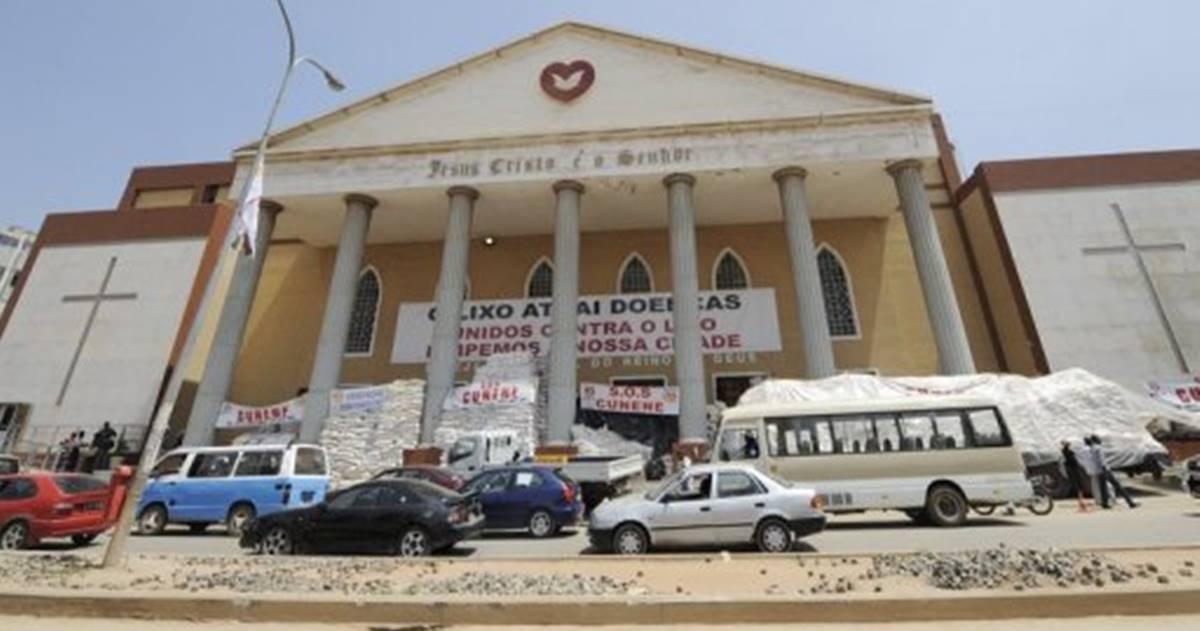 Igreja Universal na Angola