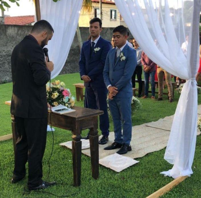 Pastor Reuel celebrando casamento gay (REPRODUÇÃO)