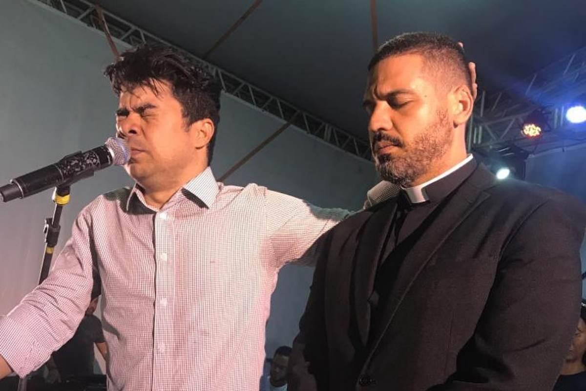 Samuel Mariano ora por padre